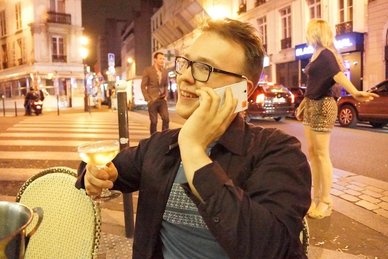 Krzysztof uśmiechnięty, po po raz pierwszy na jego numer (również podany na blogu) zadzwoniła dziewczyna. ;)