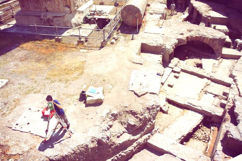 Wszędzie zabytki, wszędzie ruiny antyczne i wszędzie wykopaliska archeologiczne. Tu archeolodzy przy pracy w samym centrum miasta.
