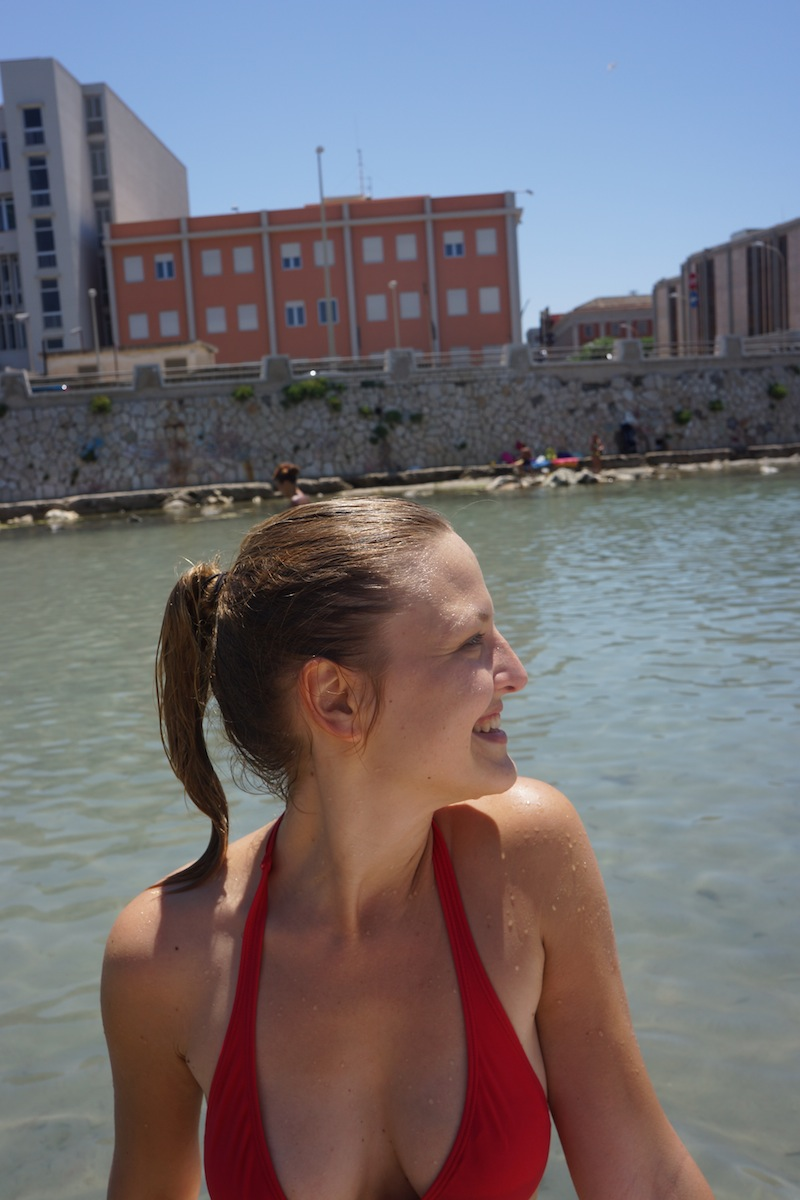 Następnego dnia robimy sobie przystanek na kąpiel w Trapani. Przy tych temperaturach trudno sobie odmówić tej przyjemności, a woda jest taka ciepła i przyjemna...