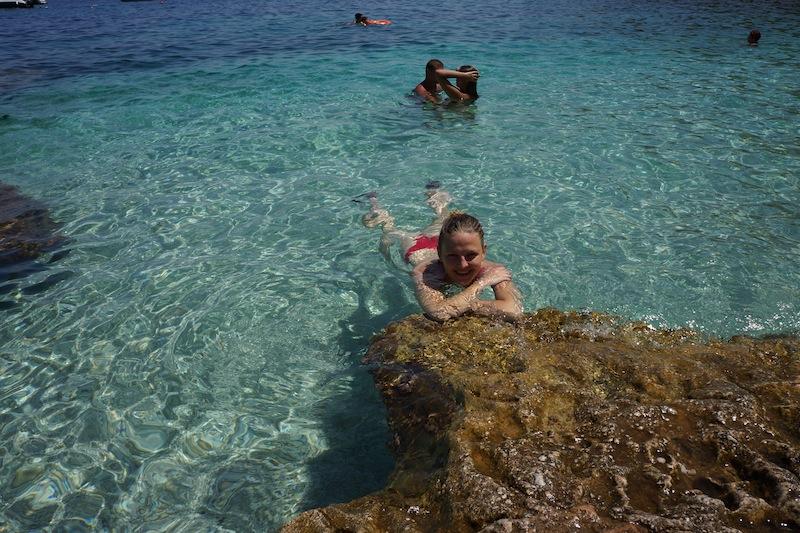 Pół dnia na pięknej plaży z całującymi się parami. ;)