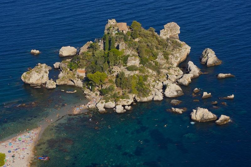 Isola bella w Taorminie. Kilka lat temu spędziłam na tej plaży cały dzień. Teraz skupiłam się na centrum Taorminy.