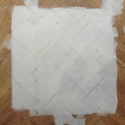 Biały parkiet i białe ściany