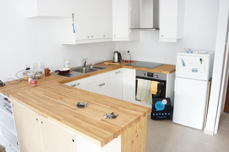 Oto moja nowa kuchnia, jeszcze ze starą lodówką. Na czerwoną trochę jeszcze musicie poczekać.