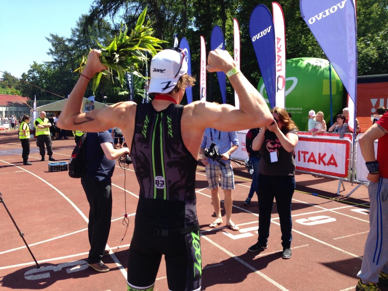 Zwycięzca triathlonu w Sierakowie.