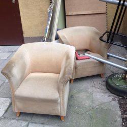 Nowe życie dwóch starych foteli ze śmietnika