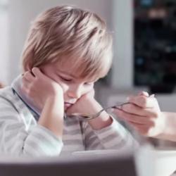 Dwie reklamy leków dziecięcych, które powinny być zabronione.