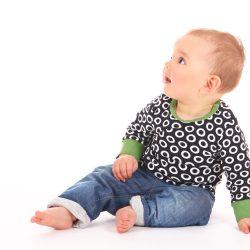 Kładzenie dziecka na brzuchu, sadzanie i nauka chodzenia – najczęstszy błąd
