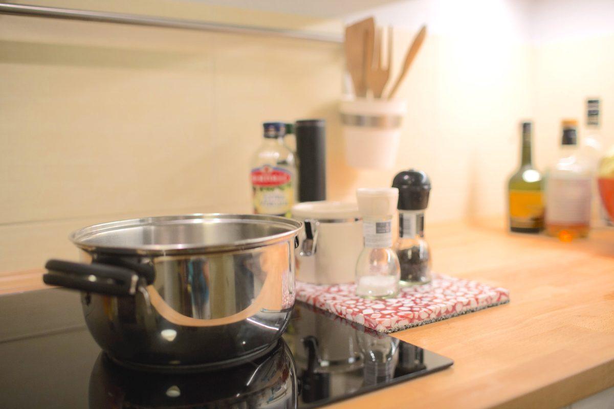 ...i taka podstawka pod oliwę, przyprawy, przy kuchence.