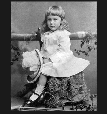 To jest mały Franklin Delano Roosevelt. Nie, nie był małym transwestytą ani nie próbowano z niego zrobić dziewczynki. źródło: http://www.sexymamy.pl/Od-kiedy-rozowy-to-kolor-dla-dziewczynek-Kiedys-bylo-na-odwrot_a1498#