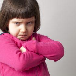 """""""Idź, przeproś Marysię"""" – czy warto zmuszać dziecko do przepraszania?"""